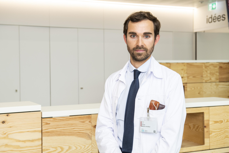Dr David Legouis, chef de clinique au Service des soins intensifs, Prix de la recherche clinique ex aequo