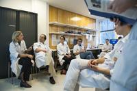 médecins et infirmières su service de chirurgie pédistrique