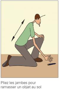 Pliez les jambes pour ramasser un objet au sol