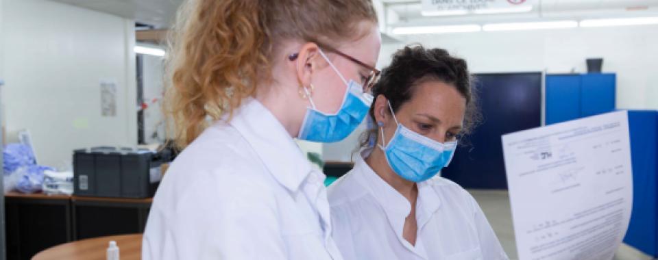 Traitement préventif des personnes en contact avec des patient·es COVID-19 - Louis Brisset - HUG