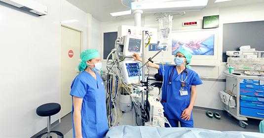 Chirurgie de l'œil de haute précision à Genève des HUG